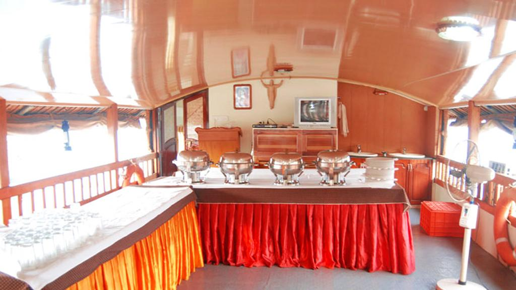 Welcome Cruise Two Houseboat Alleppey Restaurant